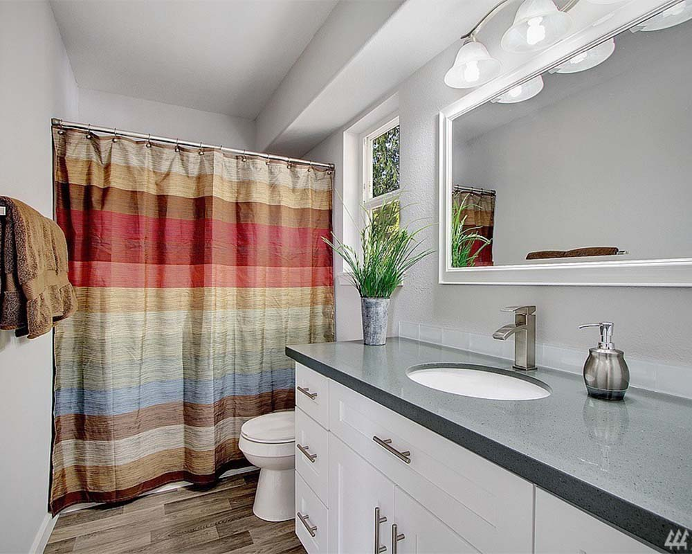 Bathroom Remodel_0000s_0000_881936_15_1